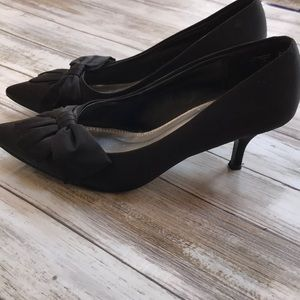 🖤🍁Black Ribbon Front Small Heel Never Worn